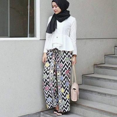 Buat Hijabers Ini 5 Inspirasi Celana Batik Kekinian Buat Kondangan Muslim Beautynesia