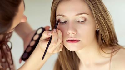 Pilih Make Up yang Tahan Lama