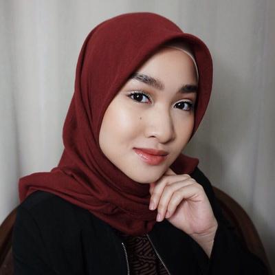 Agar Wajahmu Tidak Terlihat Kusam, Ini Cara Mudah Memilih Hijab Sesuai Warna Kulit