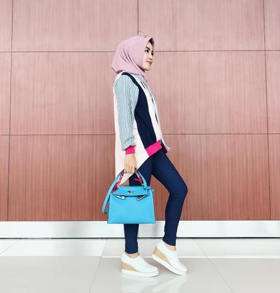 Cocok untuk Tubuh Mungil, Ini Dia Gaya Kekinian Medina Zein dengan Celana Jeans!