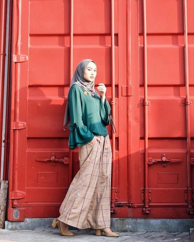 Makin Beragam, Ini Model Atasan Hijab dengan Lengan Lonceng yang Desainnya Makin Gemas