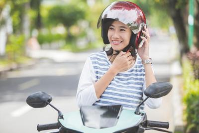 Suka Naik Motor Atau Ojek? Ketahui Bahayanya untuk Kecantikanmu dan Cara Ampuh Mengatasinya!