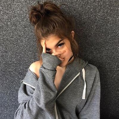 Model rambut ini ternyata paling banyak disukai pria lho, katanya sih keliatan seksi