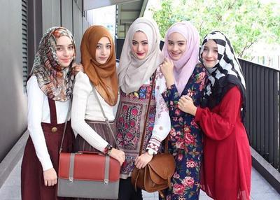 Kesalahan Memadukan Warna Hijab Seperti Ini Malah Bikin Penampilan Kamu Jadi Super Aneh