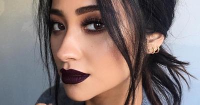 Ladies, Ikuti Tips Ini Agar Kamu Terlihat Lebih Keren dengan Lipstick Gelap