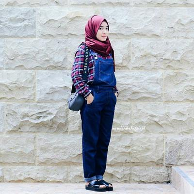 4. Kemeja Flanel with Overall