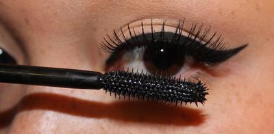 Praktis Tapi Bikin Flawless, Ikuti Langkah Make Up ke Pesta yang Cocok Banget Buat Pemula ini!