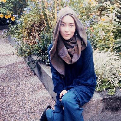 Simpel dan Minimalis, Ini Dia Style Hijab Desainer Keturunan Jepang yang Modis!