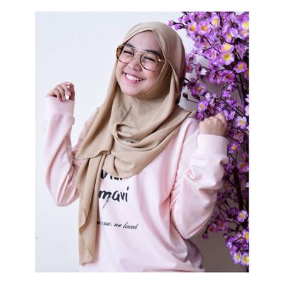 Simpel dan Nyaman, Hijab Ala Ria Ricis Ini Cocok Untuk Dipakai Kuliah
