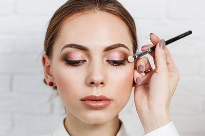 Buat Pemula Make Up, Pelajari Fungsi dari Macam-macam Brush Mata Ini Biar Tak Bingung!