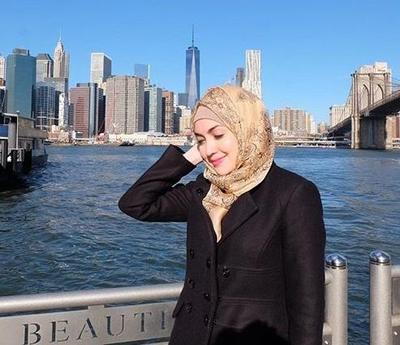 Totalitas dalam Menjalani Peran, Ini Dia Beberapa Aktris Non-Muslim yang Berhijab