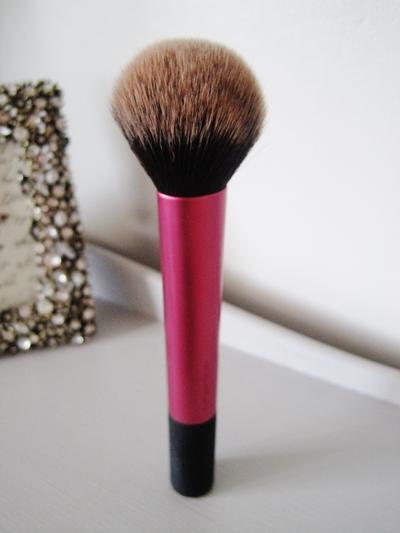 Pemula dalam Dunia Make Up? Kamu Perlu Mempunyai 6 Alat Make Up Ini, Ladies!