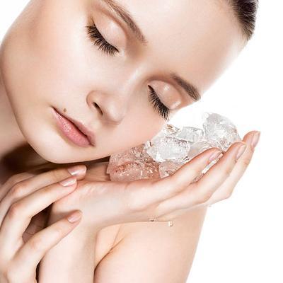 Selain untuk Mengecilkan Pori-pori, Apalagi Ya Manfaat Es Batu?