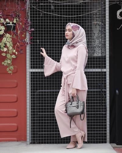 Hijab Voal dan Bell Sleeve Top