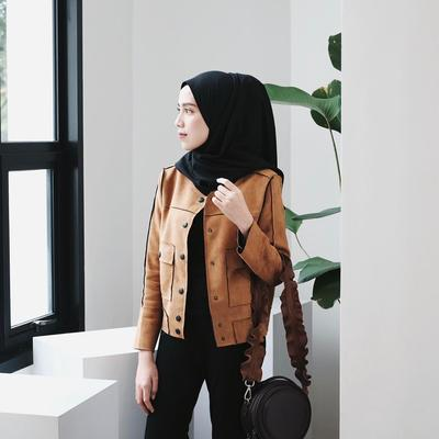 Bingung Mix and Match Outer Hijab? Contek Inspirasi Outer Hijab Ala Selebgram Ameliaelle Berikut Ini!