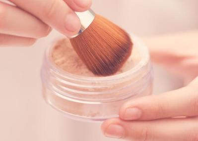 Agar Makeup Lebih Tahan Lama Saat Musim Hujan, Yuk Ikuti Trik Jitu Ini Ladies