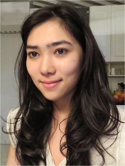 cantik atau enggak, artis ini sering banget tampil tanpa makeup