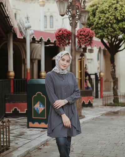 Tunik dan Hijab Motif