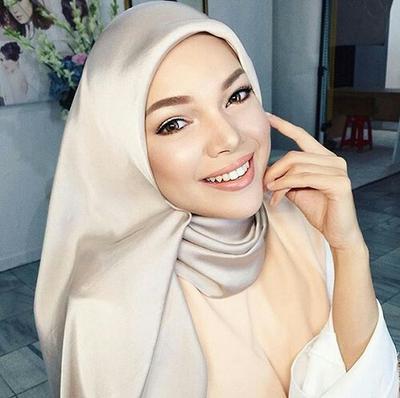 Anggun Banget! Ini Dia Style Para Penyanyi Indonesia Berhijab Saat Manggung!