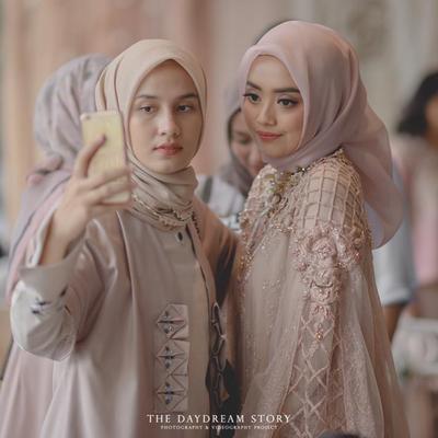 Ingin Tampil Beda di Hari Tunangan? Beberapa Gaya Hijab Ini Menjadi Favorit Para Hijabers