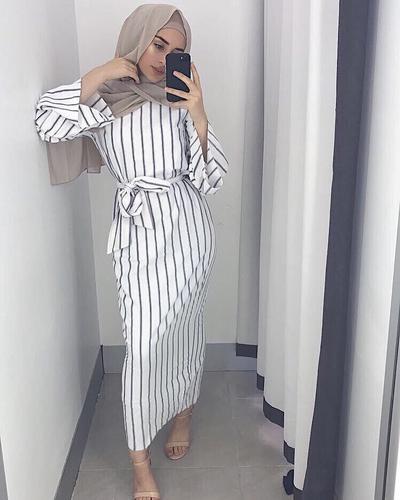 Dress dengan Aksen Pita di Bagian Pinggang