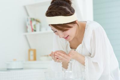 Deretan Rekomendasi Produk Double Cleansing Ini Bisa Bikin Wajah Jadi Sebening Kristal!