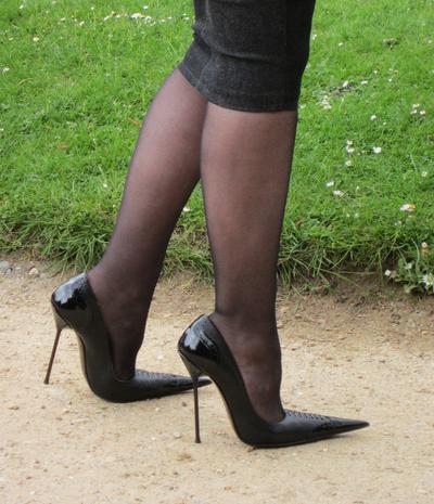 Jangan Bingung, Ini Dia Model Sepatu yang Paling Cocok untuk Bentuk Kaki Lebar!
