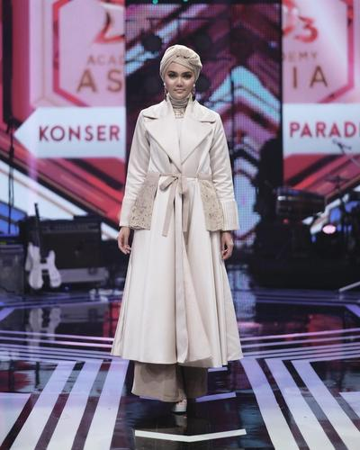 Turban dan Coat Dress