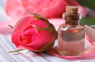 Ini Rekomendasi 5 Air Mawar dari Brand Lokal yang Berkualitas Bagus dengan Harga Terjangkau
