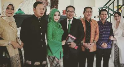 Inilah Style Hijab 5 Ibu Pejabat yang Mencuri Perhatian di Acara Pernikahan Kahiyang Ayu!
