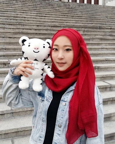 Inspirasi Make Up Natural Korean Look Para Hijabers
