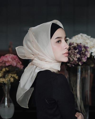 Inspirasi Outfit Kondangan Hijab Bahan Transparan