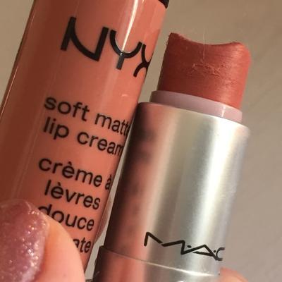 Lipcream atau Lipstik, Mana Pilihanmu untuk Sehari-hari Ladies?