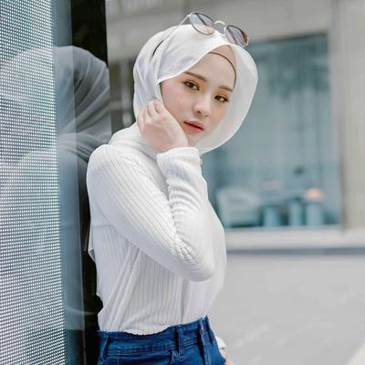 Tampil dengan Ragam Pashmina, Ternyata Ini Model Hijab yang Lagi Populer Banget di Malaysia!