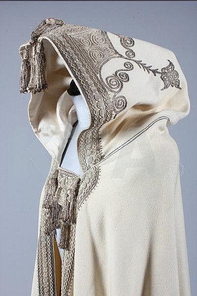 Pilih Outfit Nuansa Etnik Vintage