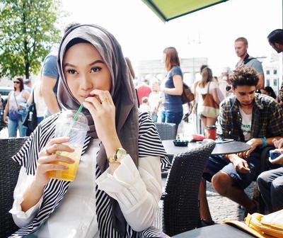 Selalu Simpel, Ini Macam-macam Model Hijab Ngehits yang Pernah Dipakai Indah Nada Puspita