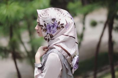 Seru! Inspirasi Mix n Match Hijab Motif Ala Selebgram Ini Akan Membuatmu Tampil Kekinian!