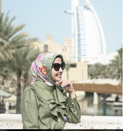 2. Hijab Segi Empat Bermotif