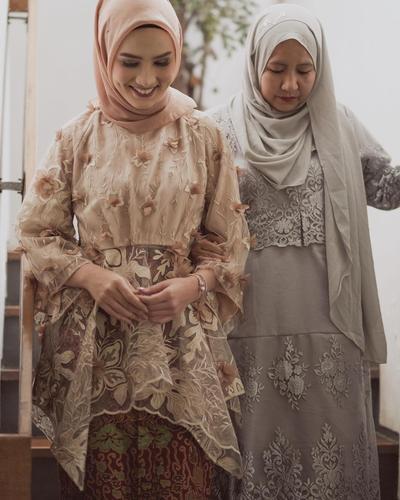 5 Kebaya Hijab Modern untuk Lamaran Ala Selebgram Ini Bisa Jadi Inspirasi Kamu!