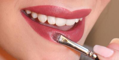 Ternyata Ini Lho Cara Mendapatkan Tampilan Eyeshadow, Blush, dan Lipstick Hanya dengan 1 Produk Make Up