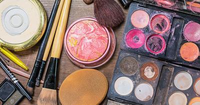 Wajah Jerawatan Sehabis Makeup? Mungkin Ini Penyebabnya Ladies!
