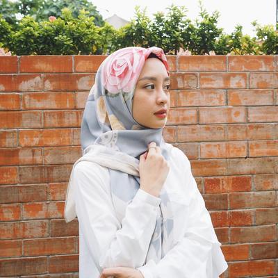 Get Back To Basics, Ini Dia Tips dan Tutorial Cara Memakai Hijab dengan Style Modern