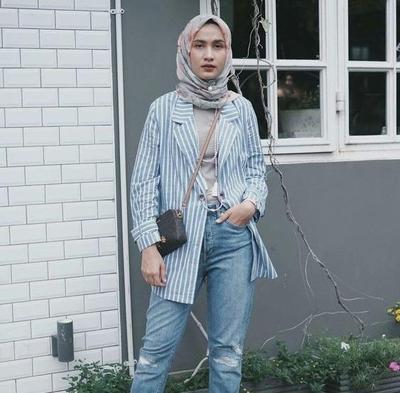 Hijabers Memakai Ripped Jeans, Why Not? Begini Cara Pakainya Agar Tetap Sopan