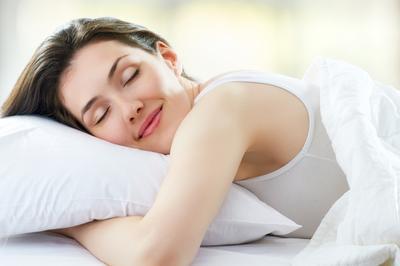 Enggak Nyangka Banget, Kebiasaan Sepele Sebelum Tidur Ini Bisa Bikin Cepat Tua