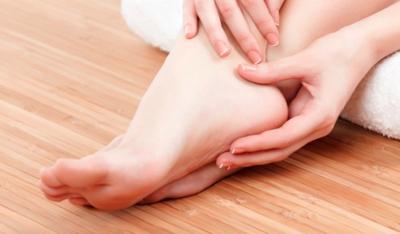 Bagaimana cara mengatasi kaki pecah-pecah?