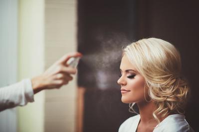 Gak Perlu Ribet! Face Mist Ternyata Bisa Jadi Senjata Ampuh Agar Makeup Gak Luntur Seharian!