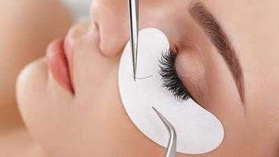 Eyelash extension itu aman enggak ya ladies?