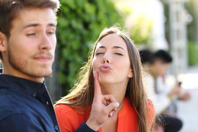 Mengalami Cinta yang Bertepuk Sebelah Tangan? Yuk Move On dengan 4 Tips Ini!