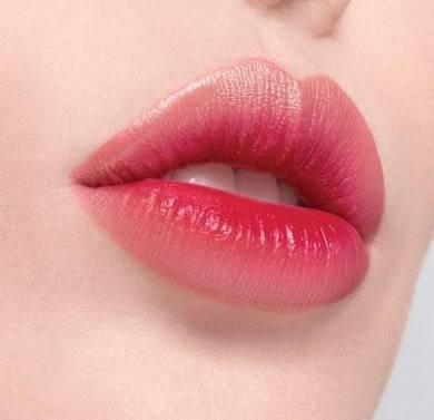Kenapa liptint bikin bibir kering ya?