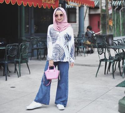 Tips Padu Padan Atasan Motif Biar Gaya Kamu Makin Fashionable dan Enggak Terlihat Heboh